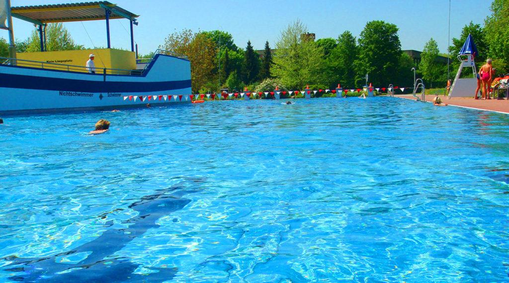 50 Meter-Wettkampfbecken Spaßbad faMos Freibad Mosbach