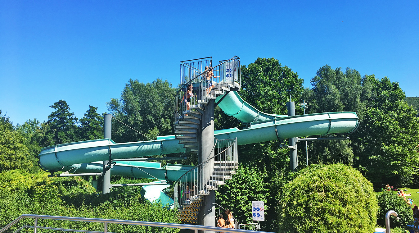 75 m Riesenrutsche Freibad faMos